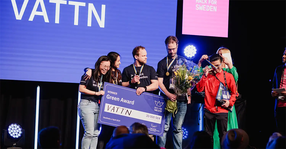 Team Vattn på scen, vinnarna av Green Award på Hack for Sweden